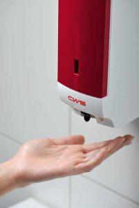 Sensorgesteuerter Seifenschaumspender Paradise Foam NT Non-Touch berührungslos mit Sensor rot mit Hand Spenderbenutzung