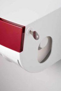 Toilettenpapierspender Paradise Toiletpaper rot mit Zylinderschloss und Schlüssel Detailaufnahme