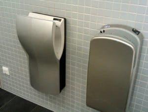 Foto Druckluft-Handtrockner in Toilette