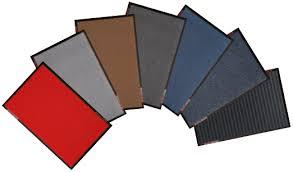 fächerförmig aufgereihte Schmutzfangmatten - Standardmatten in sieben Farben