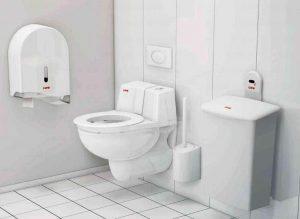 Trendfarben schwarz weiß grau - hier WC in weiß und weißen Spenderelementen