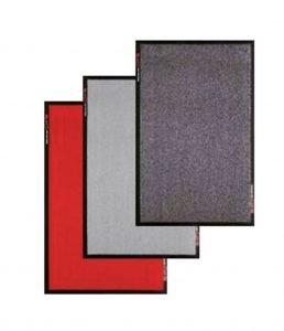 drei farbige Schmutzfangmatten nebeneinander - rot, grau, anthrazit